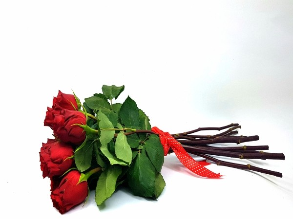 9 trandafiri rosii